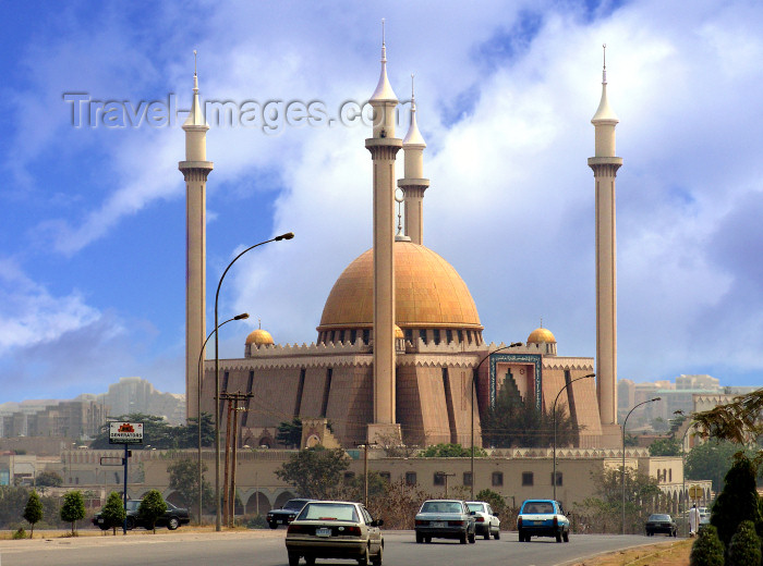nigeria45: Nigeria -  Abuja: The Nigerian National Mosque - national monument - Federal Capital Territory - architects AIM Consultants Ltd. - photo by A.Bartel - (c) Travel-Images.com - Stock Photography agency - Image Bank