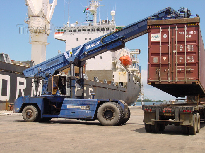 nigeria47: Onne Freezone, Rivers State, Nigeria: Federal Ocean Terminal - Ogu Creek - crane, container and freighter - Bonny River - Biafra - photo by A.Bartel - (c) Travel-Images.com - Stock Photography agency - Image Bank