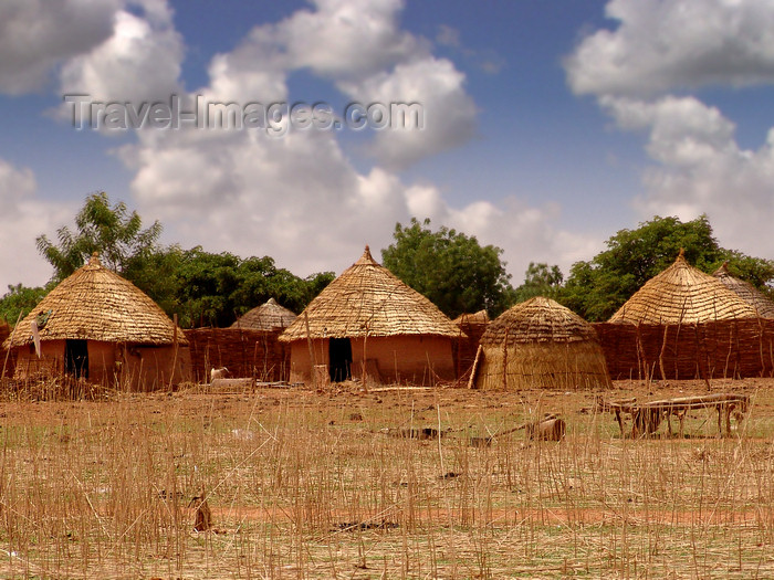 nigeria51: Nigeria - traditional village huts - photo by A.Bartel - (c) Travel-Images.com - Stock Photography agency - Image Bank