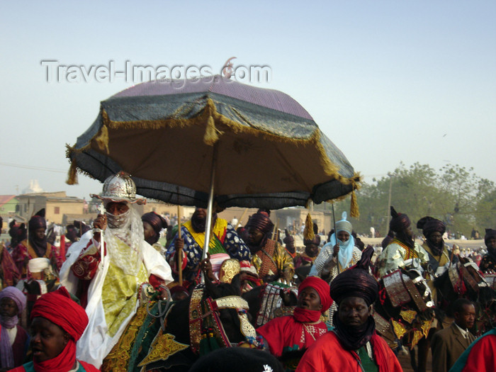 nigeria58: Kano, Nigeria: His Royal Highness, The Emir of Kano at the Salla Durbar festival - Eid al-Adha - Aïd el-Kebir - photo by A.Obem - (c) Travel-Images.com - Stock Photography agency - Image Bank
