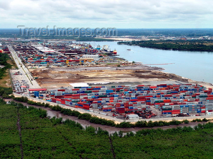 nigeria63: Port Harcourt, Rivers State, Nigeria: view of the port - container terminal and the Bonny River  - photo by A.Bartel - (c) Travel-Images.com - Stock Photography agency - Image Bank