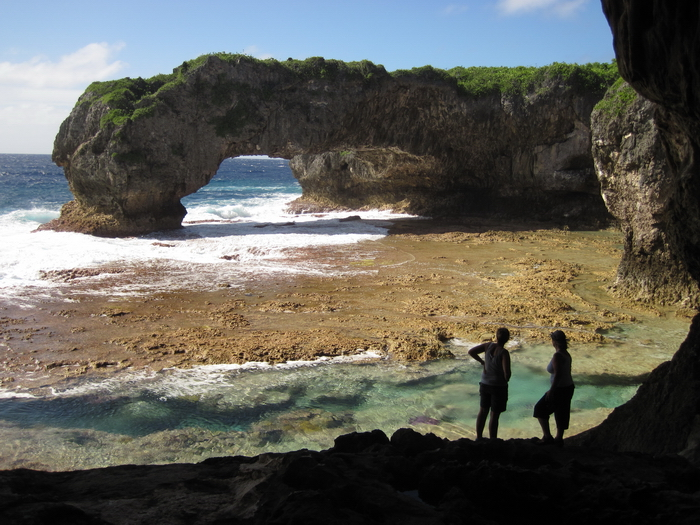 niue1: Niue: Talava Arch - the largest of two natural rock arches created by the Pacific Ocean erosion, noted by Captain Cook in the late 1700's - Northwest part of the island - photo by R.Eime - (c) Travel-Images.com - Stock Photography agency - Image Bank