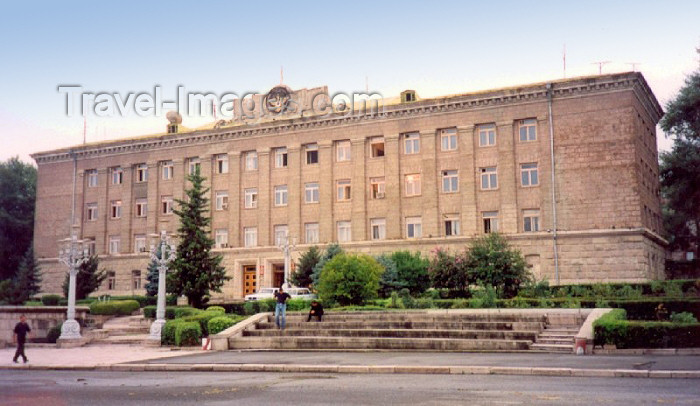 nk14: Nagorno Karabakh - Xankandi / Stepanakert: government building (photo by M.Torres) - (c) Travel-Images.com - Stock Photography agency - Image Bank
