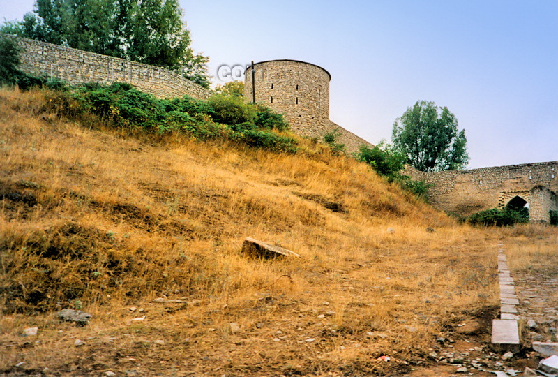 nk26: Nagorno Karabakh - Shusha / Shushi: walls (photo by M.Torres) - (c) Travel-Images.com - Stock Photography agency - Image Bank