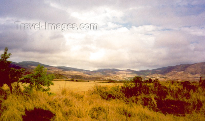 nk29: Nagorno Karabakh - Askeram: Caucasian landscape (photo by M.Torres) - (c) Travel-Images.com - Stock Photography agency - Image Bank