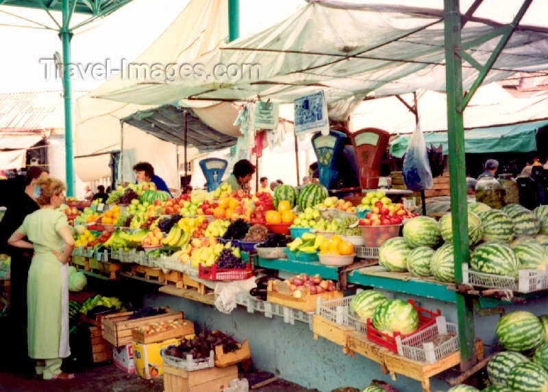 nk4: Nagorno Karabakh - Xankandi / Stepanakert: at the market (photo by M.Torres) - (c) Travel-Images.com - Stock Photography agency - Image Bank