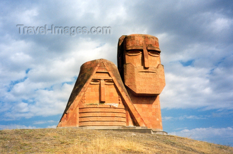 nk6: Nagorno Karabakh - Xankandi / Stepanakert: Tatik Papik monument - sculptor: Sarkis Baghdasarian - official title: we are our hills art - photo by M.Torres - (c) Travel-Images.com - Stock Photography agency - Image Bank