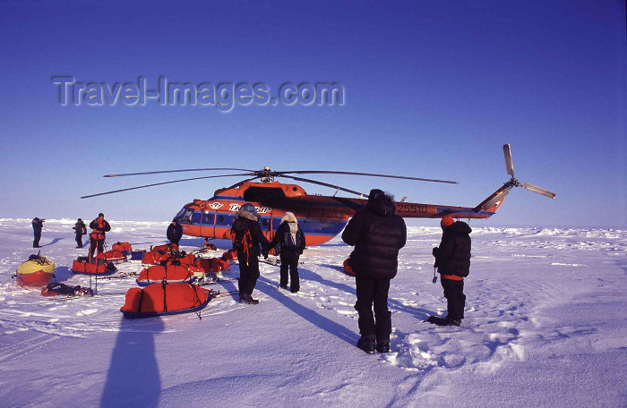 north-pole4: Arctic Ocean: MI-8 helicopter unloads equipment - Polar Expedition (photo by Eric Philips) - (c) Travel-Images.com - Stock Photography agency - Image Bank