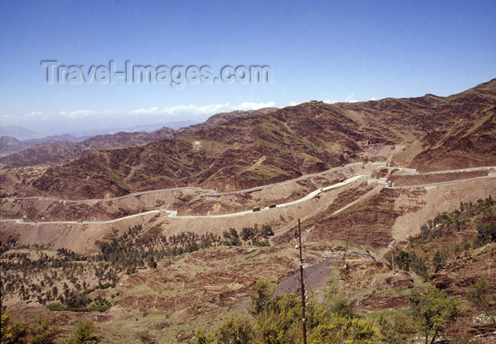 pakistan106: Pakistan - Khyber pass beyond Michni checkpost, NWFP - Khaiber Pass or Khaybar Pass - Safed Koh mountains - Hindu Kush range - photo by A.Summers - (c) Travel-Images.com - Stock Photography agency - Image Bank