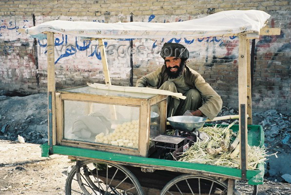 pakistan11: Pakistan - Quetta - Baluchistan: Afghani sugar-cane seller / Prodavaè cukrové tøtiny - pùvodem Afghánec - Kvéta - photo by J.Kaman - (c) Travel-Images.com - Stock Photography agency - Image Bank