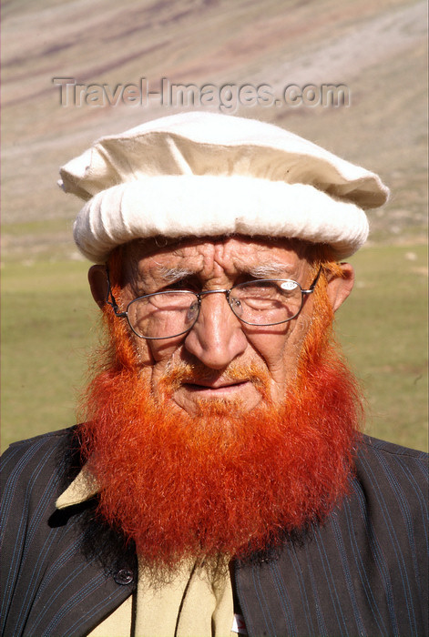 pakistan112: Pakistan - Shandur Pass - Chitral District, North-West Frontier Province: Pakistani man with hat and red beard - Pashtun - photo by R.Zafar - (c) Travel-Images.com - Stock Photography agency - Image Bank