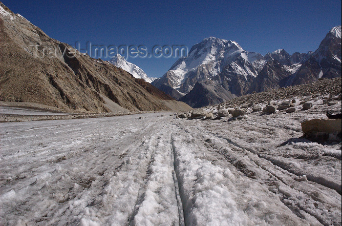 pakistan127: Pakistan - Baltoro Muztagh subrange - Karakoram mountains - Himalayan range - Northern Areas: K2 and Broad peak (K3) - photo by A.Summers - (c) Travel-Images.com - Stock Photography agency - Image Bank