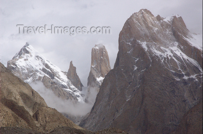 pakistan131: Pakistan - Trango Towers - Baltoro Muztagh subrange - Karakoram mountains - Himalayan range - Northern Areas: group of dramatic granite spires located on the north side of the Baltoro Glacier - photo by A.Summers - (c) Travel-Images.com - Stock Photography agency - Image Bank