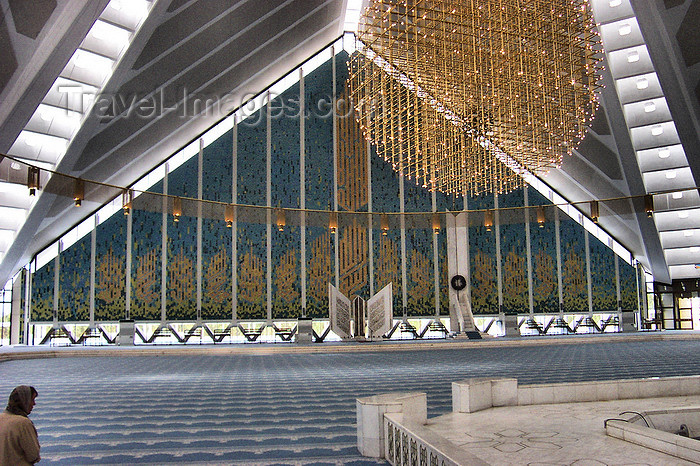 pakistan140: Islamabad, Pakistan: Faisal mosque - interior - chandelier - photo by D.Steppuhn - (c) Travel-Images.com - Stock Photography agency - Image Bank