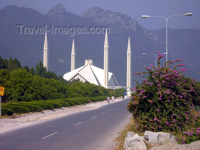 pakistan146: Islamabad, Pakistan: road leading to Faisal mosque - funded by the government of Saudi Arabia, King Faisal bin Abdul Aziz - photo by D.Steppuhn - (c) Travel-Images.com - Stock Photography agency - Image Bank