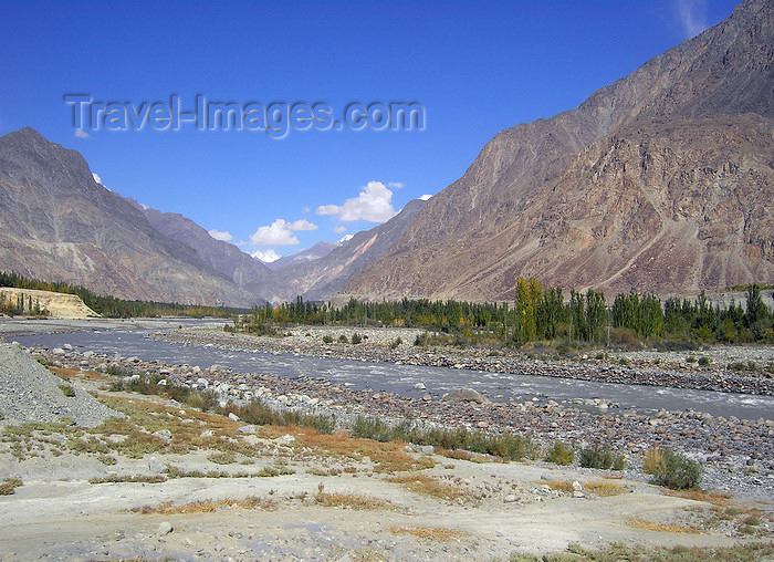 pakistan161: Hunza Valley - Northern Areas, Pakistan: following the Hunza River - Karakoram Highway - N35 - KKH - Hunza tour - photo by D.Steppuhn - (c) Travel-Images.com - Stock Photography agency - Image Bank