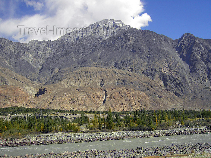 pakistan162: Hunza Valley - Northern Areas, Pakistan: mountains along the Hunza River - Karakoram Highway - N35 - KKH - Hunza tour - photo by D.Steppuhn - (c) Travel-Images.com - Stock Photography agency - Image Bank