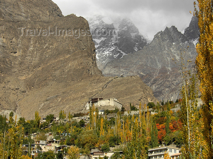 pakistan174: Karimabad / Baltit - Northern Areas, Pakistan: the village and Baltit fort under the Karakoram mountains - KKH - photo by D.Steppuhn - (c) Travel-Images.com - Stock Photography agency - Image Bank