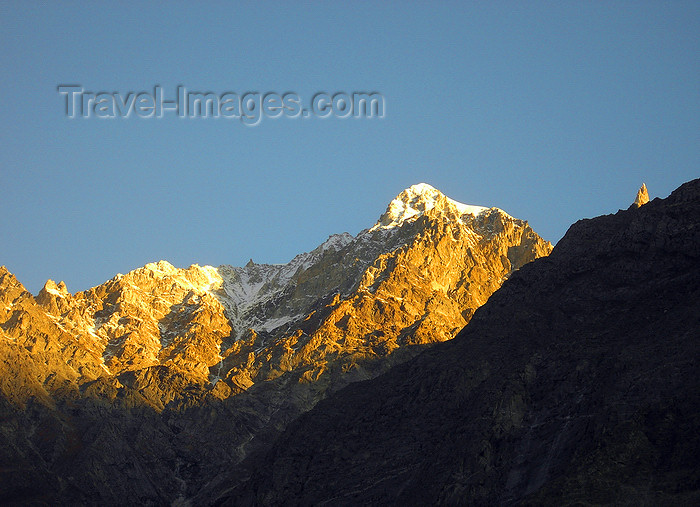 pakistan177: Karimabad / Baltit - Northern Areas / FANA, Pakistan: peaks in the Karakoram mountain range - photo by D.Steppuhn - (c) Travel-Images.com - Stock Photography agency - Image Bank