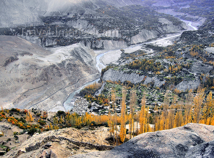 pakistan183: Karimabad / Baltit - Northern Areas / FANA, Pakistan: the village and the Hubza canyon - photo by D.Steppuhn - (c) Travel-Images.com - Stock Photography agency - Image Bank