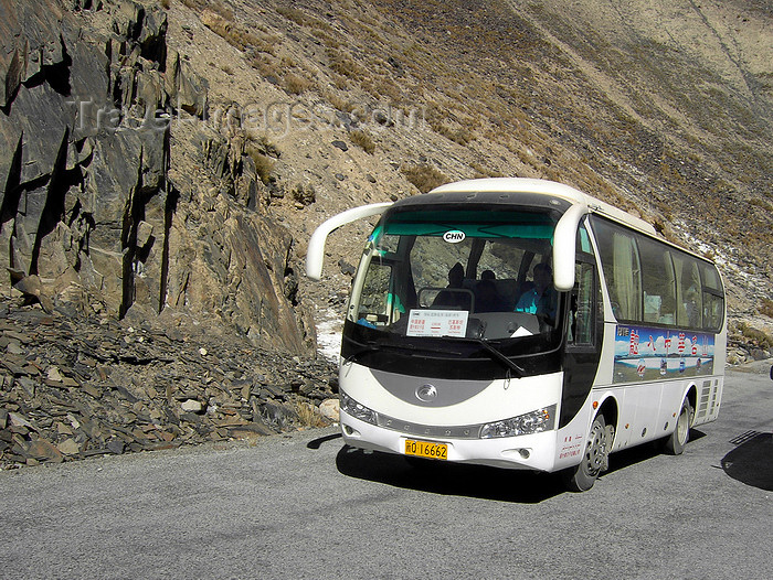 pakistan186: Khunjerab Pass, Hunza valley, Northern Areas / FANA - Pakistan-administered Kashmir: Chinese bus brings doing the Hunza tour - KKH - photo by D.Steppuhn - (c) Travel-Images.com - Stock Photography agency - Image Bank