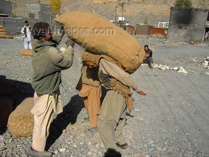 pakistan188: Sust / Sost, Gojal tehsil, Hunza valley, Northern Areas / FANA - Pakistan-administered Kashmir: loading potatoes near the Asia Star hotel - KKH - photo by D.Steppuhn - (c) Travel-Images.com - Stock Photography agency - Image Bank
