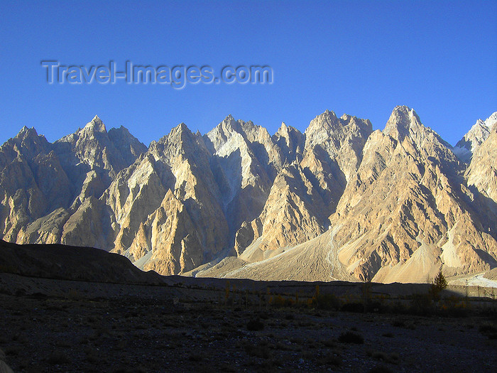 pakistan189: Passu, Gojal tehsil, Khunjerab Pass, Hunza valley, Northern Areas / FANA - Pakistan-administered Kashmir: the Cathedral Ridge - Karakoram Highway - KKH - photo by D.Steppuhn - (c) Travel-Images.com - Stock Photography agency - Image Bank