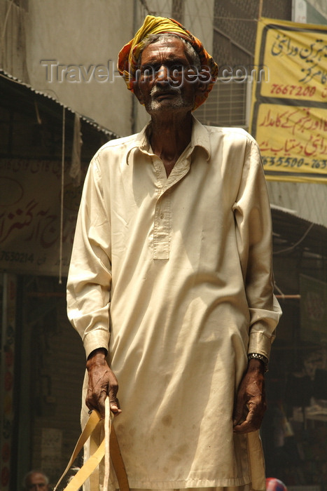 pakistan191: Lahore, Punjab, Pakistan: old man in the old city - photo by G.Koelman - (c) Travel-Images.com - Stock Photography agency - Image Bank