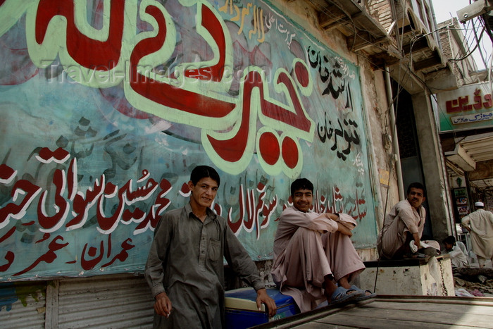 pakistan201: Peshawar, NWFP, Pakistan: mural and idle men  - photo by G.Koelman - (c) Travel-Images.com - Stock Photography agency - Image Bank