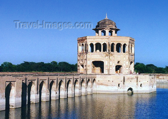 pakistan28: Pakistan - Lahore (Punjab): lake house on the Mughal Hunting grounds - photo by G.Frysinger - (c) Travel-Images.com - Stock Photography agency - Image Bank