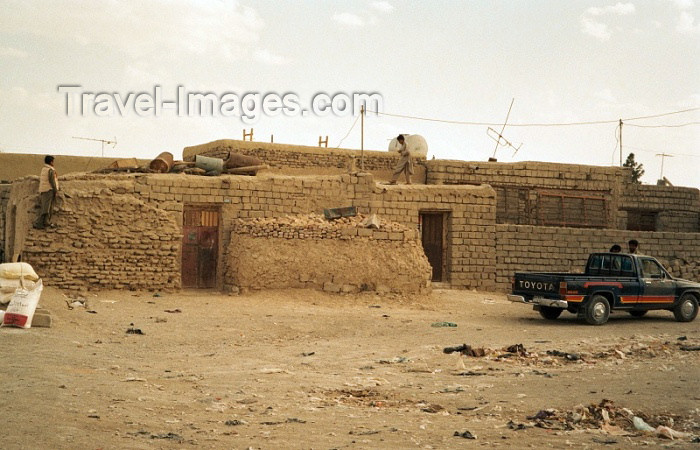 pakistan31: Pakistan - Mirjave - Baluchistan: mud-brick building - photo by J.Kaman - (c) Travel-Images.com - Stock Photography agency - Image Bank