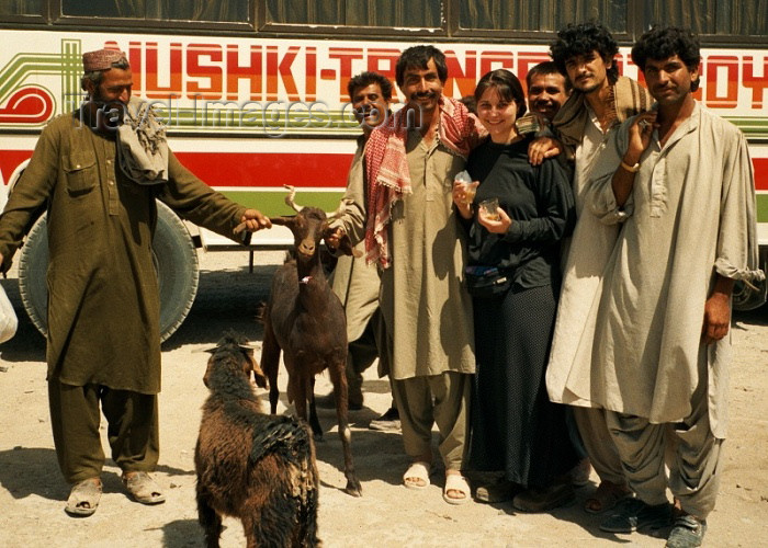pakistan32: Pakistan - Mirjave - Baluchistan: Friends from Balutchistan - photo by J.Kaman - (c) Travel-Images.com - Stock Photography agency - Image Bank