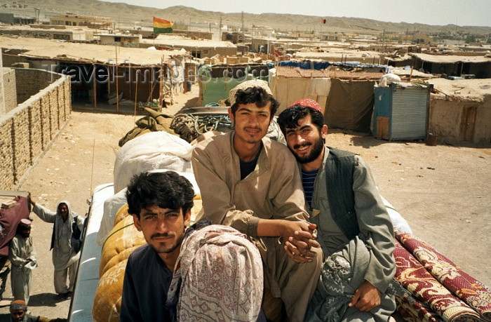 pakistan34: Pakistan - Mirjave - Baluchistan: on a truck - people from Balutchistan - photo by J.Kaman - (c) Travel-Images.com - Stock Photography agency - Image Bank