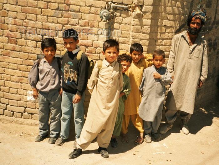 pakistan39: Pakistan - Quetta - Baluchistan: pupils from Balutchistan - Baloch children - photo by J.Kaman - (c) Travel-Images.com - Stock Photography agency - Image Bank