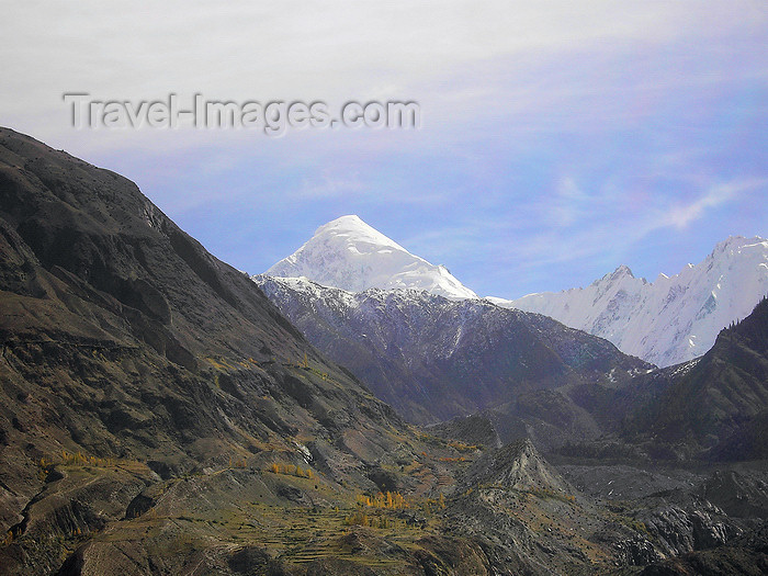 pakistan44: Gulmit, Gojal tehsil, Khunjerab Pass, Hunza valley, Northern Areas / FANA - Pakistan-administered Kashmir: snowy mountain peaks - Khunjerab National Park - KKH - photo by D.Steppuhn - (c) Travel-Images.com - Stock Photography agency - Image Bank