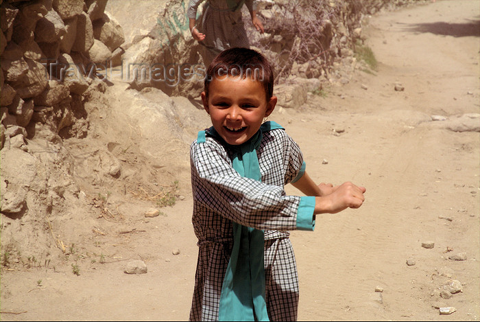 pakistan46: Pakistan - Karimabad / Baltit - Northern Areas province: little girl running - photo by A.Summers - (c) Travel-Images.com - Stock Photography agency - Image Bank