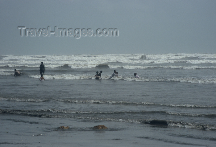 pakistan51: Karachi, Sindh, Pakistan: cooling off! - men and boys swimming in the Arabian sea at Clifton Beach - photo by R.Zafar - (c) Travel-Images.com - Stock Photography agency - Image Bank