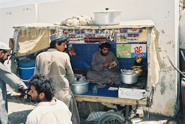 pakistan6: Pakistan - Taftan - Baluchistan / Balochistan: tea seller / Prodavaè èaje - photo by J.Kaman - (c) Travel-Images.com - Stock Photography agency - Image Bank