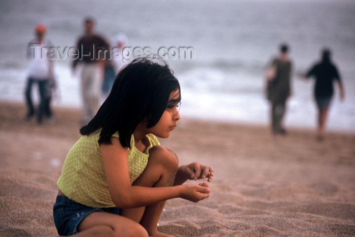 pakistan61: Karachi, Sindh, Pakistan: something catches the eye - s girl looking out towards the Arabian sea - photo by R.Zafar - (c) Travel-Images.com - Stock Photography agency - Image Bank