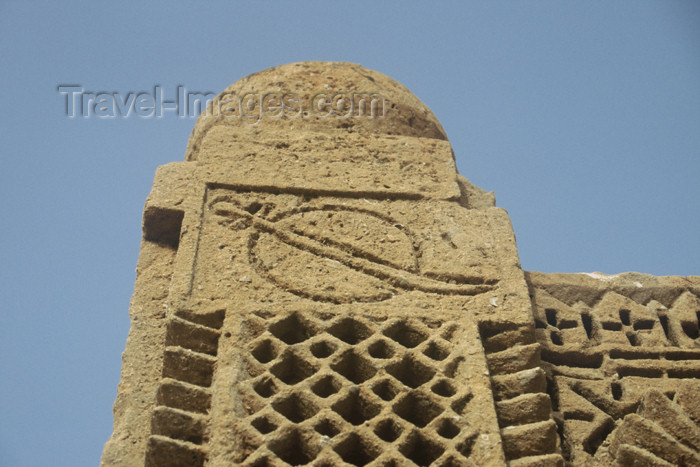 pakistan70: Pakistan - Chaukundi Tombs - Landhi Town, Sindh: sword engraved on the side indicating that a man was buried - photo by R.Zafar - (c) Travel-Images.com - Stock Photography agency - Image Bank