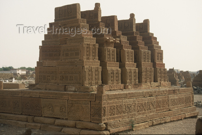 pakistan71: Pakistan - Chaukundi Tombs: multiple tombs - buff sand stone - photo by R.Zafar - (c) Travel-Images.com - Stock Photography agency - Image Bank