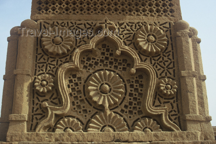 pakistan73: Pakistan - Chaukundi Tombs / Jokundee, Sindh: grave engraving - rosettes - Islamic art - photo by R.Zafar - (c) Travel-Images.com - Stock Photography agency - Image Bank