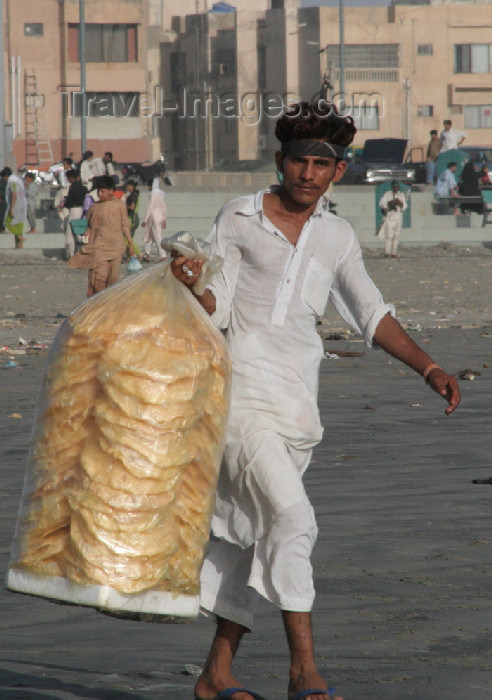 pakistan75: Karachi, Sindh, Pakistan: man selling waffers on the beach - photo by R.Zafar - (c) Travel-Images.com - Stock Photography agency - Image Bank