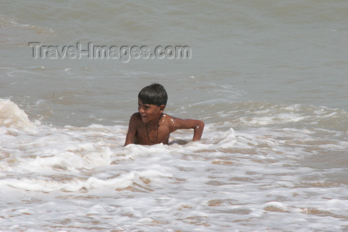 pakistan77: Karachi, Sindh, Pakistan: boy swimming in the Arabian sea at French Beach - photo by R.Zafar - (c) Travel-Images.com - Stock Photography agency - Image Bank