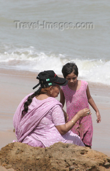 pakistan80: Karachi, Sindh, Pakistan: girl with her grandmother at the beach - photo by R.Zafar - (c) Travel-Images.com - Stock Photography agency - Image Bank