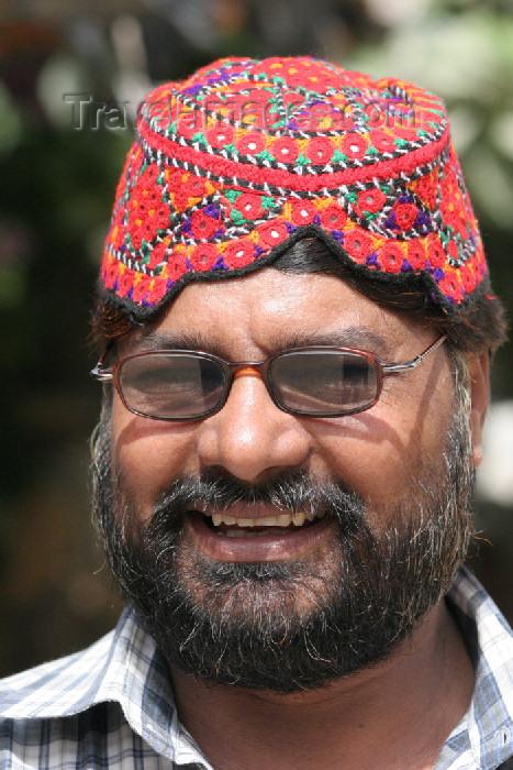 pakistan83: Karachi, Sindh, Pakistan: man wearing a Sindhi cap - photo by R.Zafar - (c) Travel-Images.com - Stock Photography agency - Image Bank
