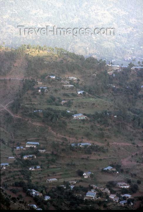pakistan89: Pakistan - Murree Hills / Margalla Hills: living on the slope - photo by R.Zafar - (c) Travel-Images.com - Stock Photography agency - Image Bank