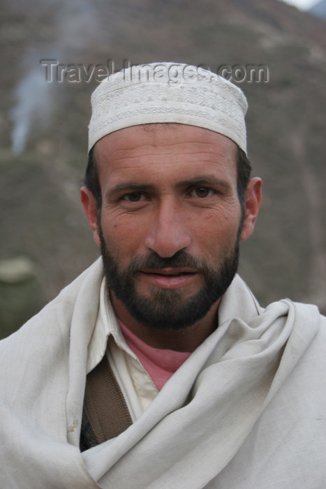 pakistan95: Kodar Bala, Siran Valley, North-West Frontier Province, Pakistan: man wrapped in shawl - photo by R.Zafar - (c) Travel-Images.com - Stock Photography agency - Image Bank