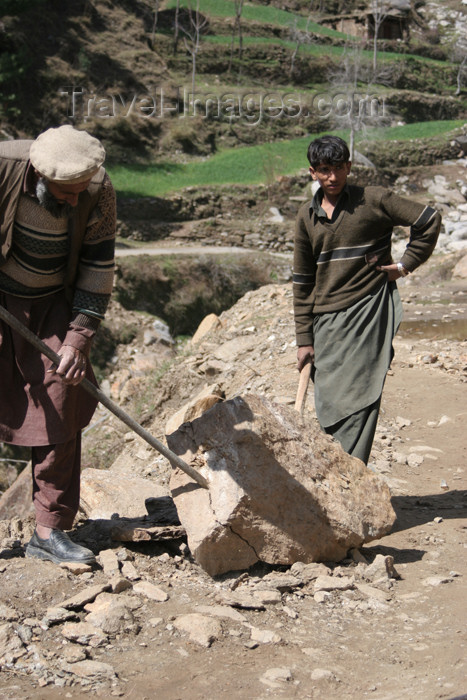 pakistan96: Kodar Bala, Siran Valley, North-West Frontier Province, Pakistan: old man breaking stones for construction - photo by R.Zafar - (c) Travel-Images.com - Stock Photography agency - Image Bank
