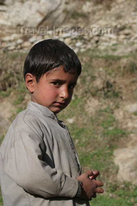 pakistan99: Kodar Paein, Siran Valley: North-West Frontier Province, Pakistan: little boy facing sideways - photo by R.Zafar - (c) Travel-Images.com - Stock Photography agency - Image Bank